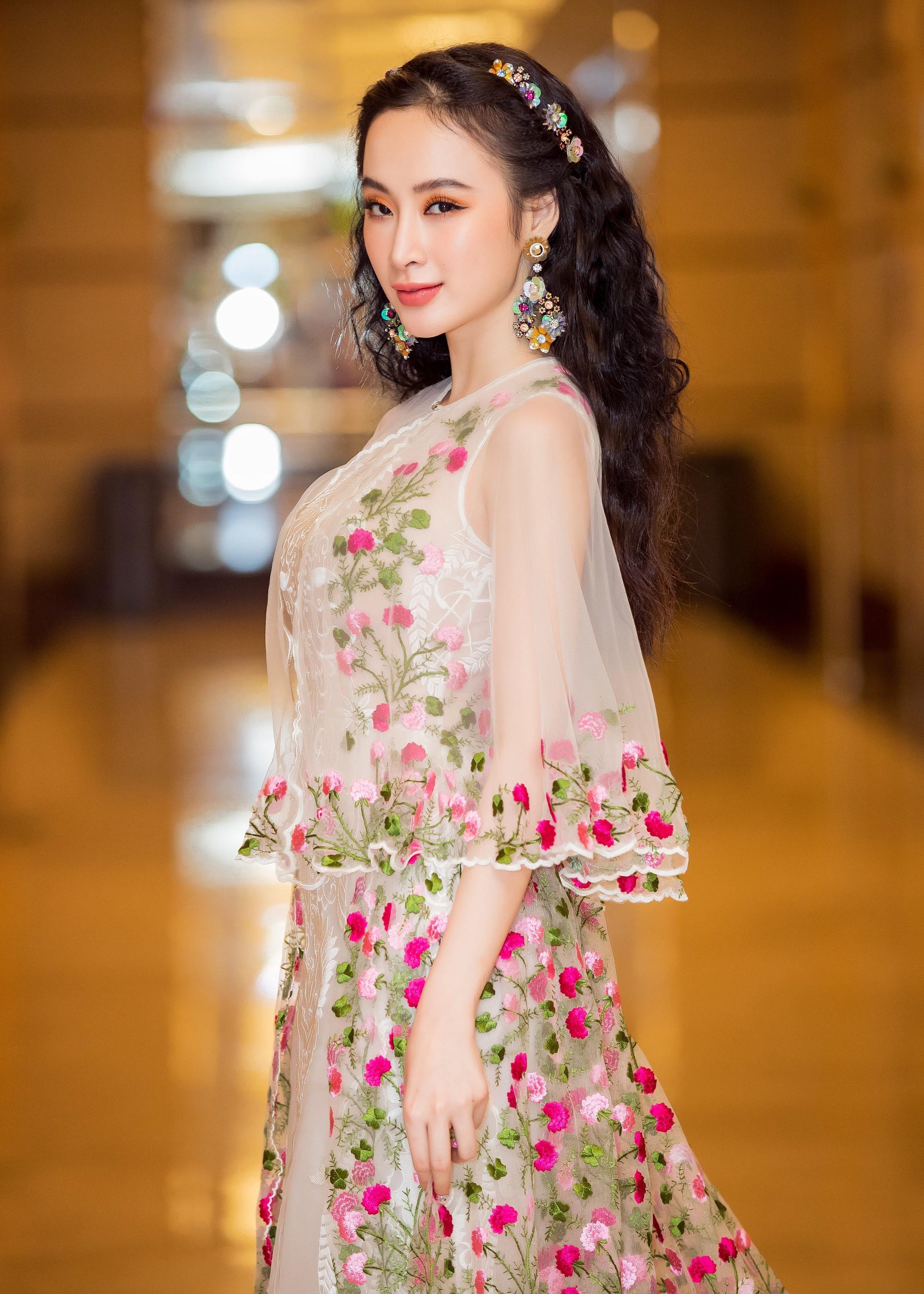 SAO MAKE OVER: Minh Hằng trang điểm quê mùa - Angela Phương Trinh xinh tựa công chúa-11