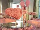 Chàng trai nhận kết đắng khi tặng bạn gái bó hoa tiền trị giá hơn một tỷ đồng