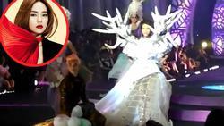 Minh Hằng bị 'đào mộ' clip nhờ người nâng váy tránh vấp khi catwalk sau khi được chọn làm HLV The Face 2018