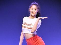 'Nữ thần Kpop' Seolhyun khoe thân hình gợi cảm trên sân khấu