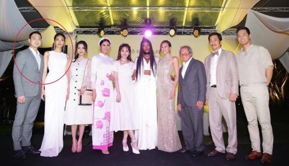 lan-khue-xuat-hien-cung-ban-trai-tin-don-3-ngoisao-104508446.jpg
