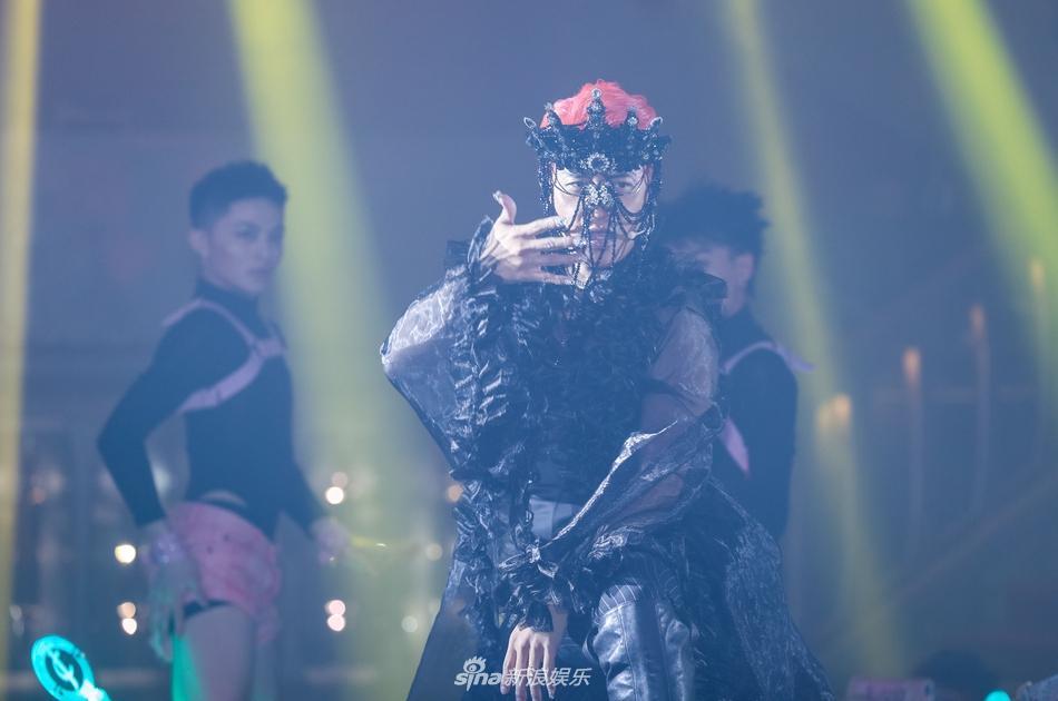 SAO MAKE OVER: Thiên Hương như bị đổ cả chảo dầu lên mặt - Lại Thanh Hương trang điểm giống hệt Halloween-8