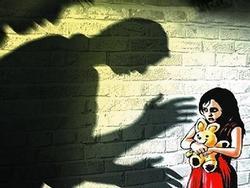 Bắt khẩn cấp người cha bị nghi hiếp dâm con gái 10 tuổi