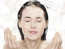7 sai lầm khi rửa mặt khiến da 'xuống cấp không phanh'
