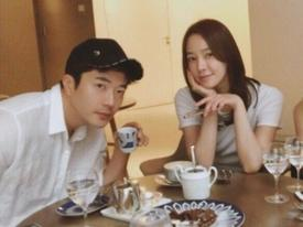 Sao Hàn 8/6: Kwon Sang Woo khoe vẻ đẹp điển trai ở tuổi 41 bên vợ