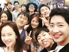 Sao Hàn 10/9: Song Ji Hyo, Lee Kwang Soo cùng dàn sao 'Running Man' vui vẻ dự hôn lễ