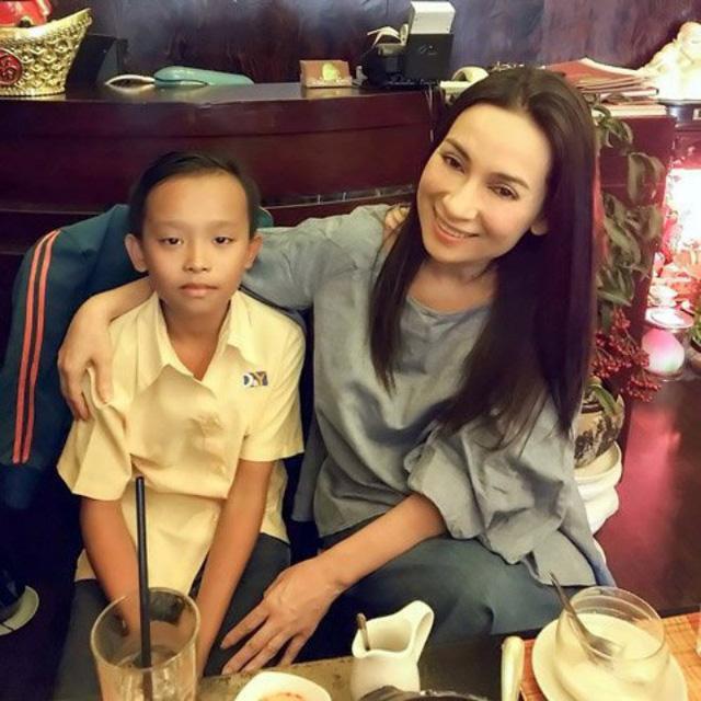 Làm con nuôi showbiz Việt: không phải ai cũng giữ được mối quan hệt tốt đẹp với người đỡ đầu