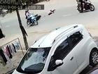 Clip: Cướp giật túi xách, kéo cô gái ngã văng ở Đồng Nai