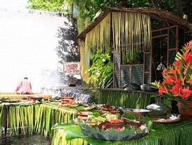Cận cảnh nhà hàng dưới chân thác nước ở Philippines
