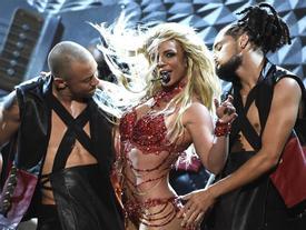 Sao nữ triệu người mê Britney Spears khốn khổ vì 'chàng thợ mỏ' chính hiệu