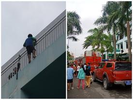 Nghẹt thở giải cứu thanh niên thất tình dọa nhảy lầu tự vẫn ở Sài Gòn
