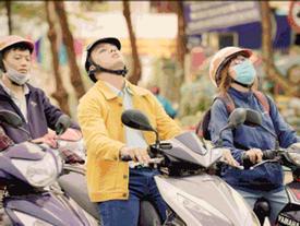 Duy Khánh nhắm mắt lái xe gây hoang mang đường phố
