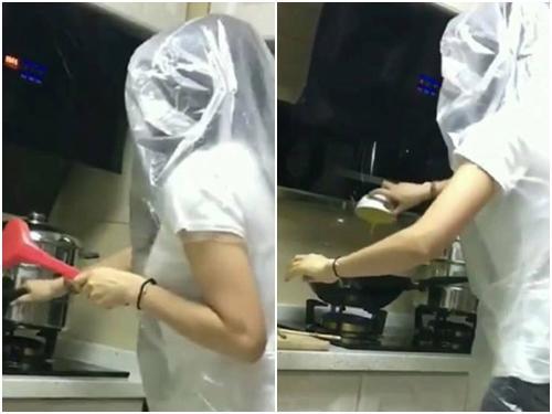 Giờ không ai dùng tạp dề khi nấu ăn nữa
