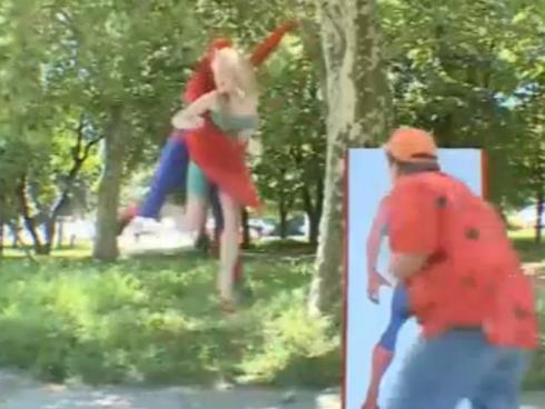 Người nhện chán làm anh hùng chuyển qua làm kẻ xấu