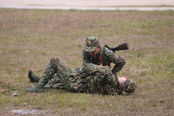 Ném lựu đạn sai cách, cả Tuấn Kiệt lẫn Hoàng Tôn ngác ngơ đến nỗi mất mạng rồi vẫn không hiểu vì sao-3
