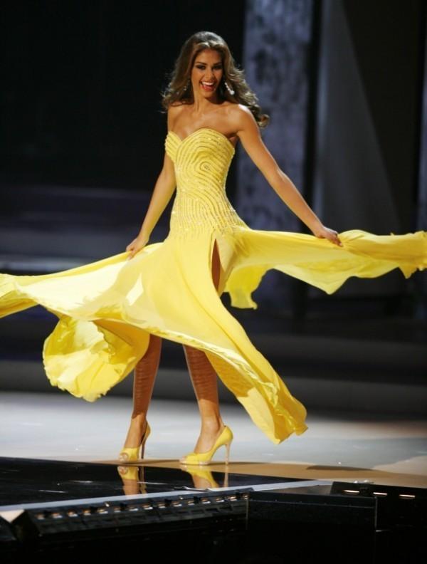 Phong thủy chuẩn cho đầm dạ hội của Hoa hậu H'Hen Niê để dễ bề mê hoặc dàn giám khảo Miss Universe 2018