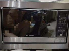 Chàng trai vô tình 'lộ hàng' khi đăng bán lò vi sóng trên mạng