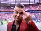 Robbie Williams giải thích hành động giơ 'ngón tay thối' ở World Cup