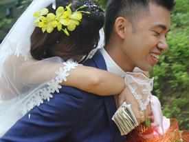 Cười ra nước mắt những khoảnh khắc chú rể đánh rơi mất cô dâu