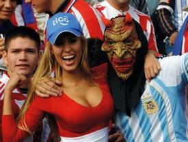 1.001 khoảnh khắc 'dở khóc dở cười' của cổ động viên bóng đá
