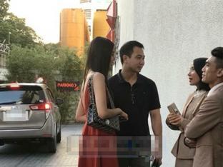 Rò rỉ hình ảnh Lan Khuê cùng John Tuấn Nguyễn dắt nhau đi bàn thảo đám cưới