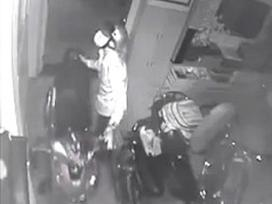 Xem World Cup quên khóa cửa, chủ nhà bị trộm 3 chiếc xe