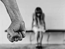 Cô giáo bị cưỡng hiếp ngay tại trường học