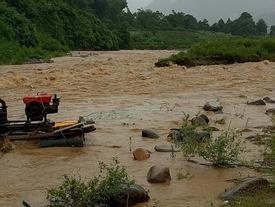 Lai Châu: Lũ cuồn cuộn đổ, giao thông tê liệt, 7 người bị thương và mất tích