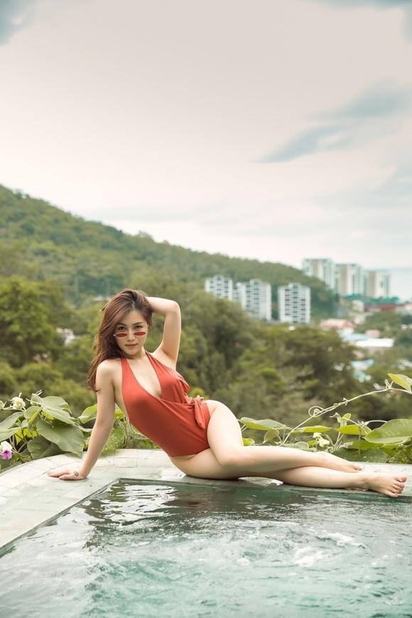 huong-tram-nong-bong-voi-bikini-2.jpg
