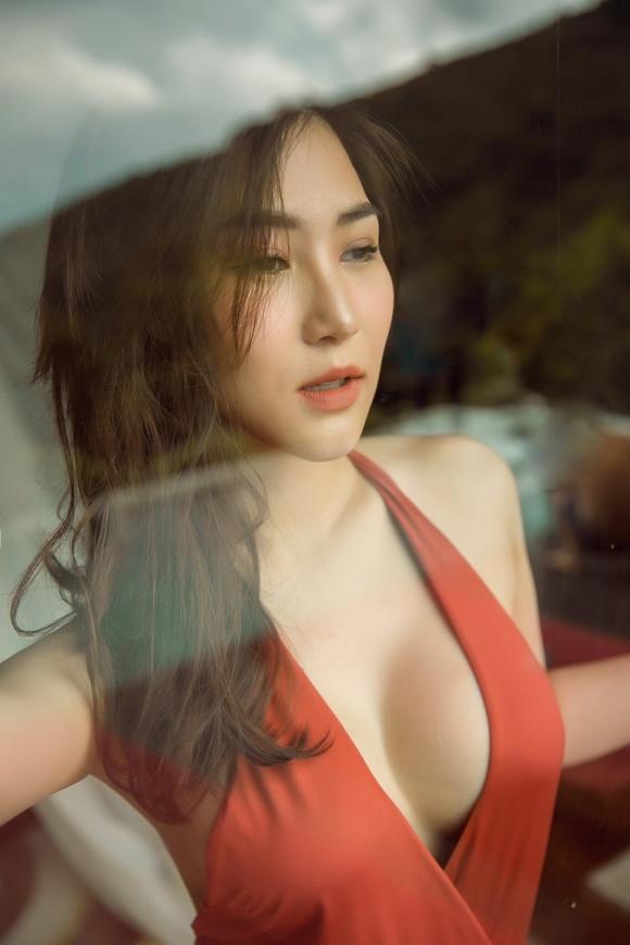 huong-tram-nong-bong-voi-bikini-3.jpg