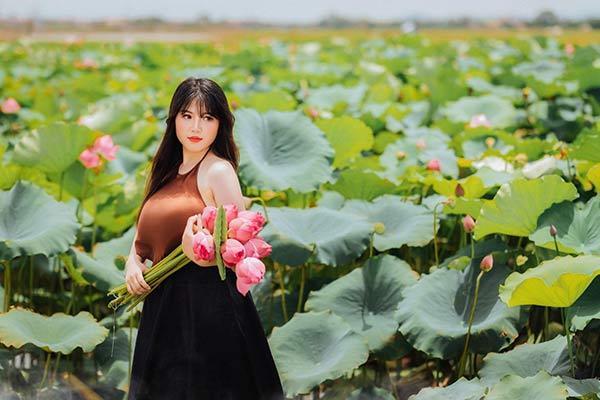 Nữ sinh Hải Dương sở hữu vòng ngực 110 cm khiến người xem bỏng mắt với ảnh áo yếm bên sen-3