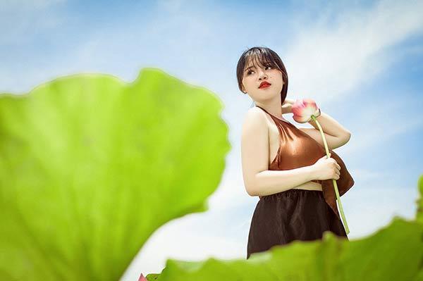 Nữ sinh Hải Dương sở hữu vòng ngực 110 cm khiến người xem bỏng mắt với ảnh áo yếm bên sen-5