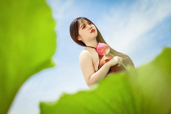 Nữ sinh Hải Dương sở hữu vòng ngực 110 cm khiến người xem bỏng mắt với ảnh áo yếm bên sen-6
