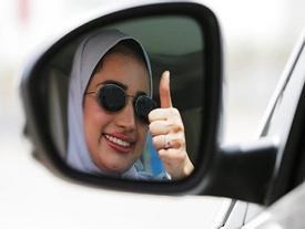 Niềm vui sướng tột độ của phụ nữ Saudi Arabia được chính thức lái ô tô