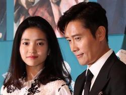 U50 Lee Byung Hun cực kì phong độ, sánh đôi bên mỹ nhân kém 19 tuổi mà chẳng khác biệt tuổi tác là bao
