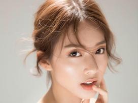 Những chiếc cằm V-line đáng ghen tỵ của hot girl Việt