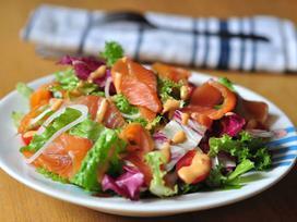Salad củ đậu và salad cá hồi xông khói thanh mát cho ngày hè