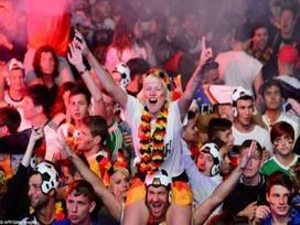 Cách 12 cung hoàng đạo ăn mừng chiến thắng mùa 'World Cup'