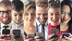 Điều gì xảy ra với não bộ khi bạn 'dán mắt' vào smartphone?