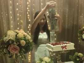 Kỷ niệm 2 năm yêu nhau, gái xinh được người yêu tặng bánh sinh nhật 'nhả' tiền mệnh giá 500 nghìn