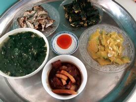 Cô gái Hà Nội vào Sài Gòn nấu toàn món thịnh soạn, ai ăn cũng chê vì lý do này