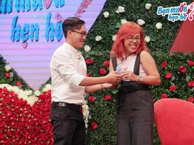 Hết hồn chàng trai mang hai bình sữa lên sân khấu 'Bạn muốn hẹn hò' để tỏ tình
