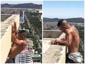 Liều lĩnh tập thể dục trên bờ tường nhà cao tầng, anh chàng cơ bắp khiến dân mạng nhiều phen hoảng hồn