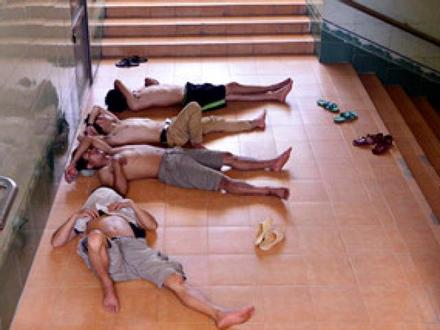 Clip: 'Thiên đường nghỉ trưa' miễn phí giữa Hà Nội ngày nóng bức