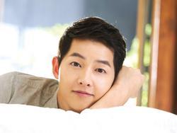 Song Joong Ki tổ chức buổi gặp gỡ fan lần đầu kể từ sau khi kết hôn