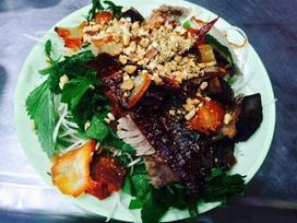 Chỉ cần 100 nghìn, 'oanh tạc' bằng hết món ăn vặt của phố phường Hà Nội