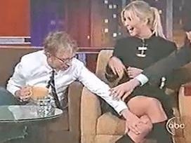 Clip Ivanka Trump bị sờ soạng trên sóng truyền hình gây xôn xao