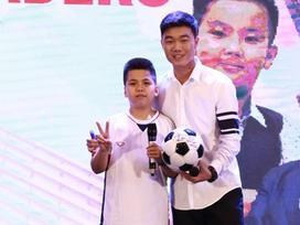 Xuân Trường của U23 Việt Nam toát mồ hôi khi so tài tiếng Anh với 'fan cứng' 12 tuổi