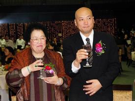 Sự thật về hôn nhân của 'Đường Tăng' và nữ tỷ phú USD tuổi U80