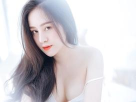Bà Tưng Huyền Anh tái xuất, tung bộ ảnh liêu trai khoe vòng 1 'đốt mắt'